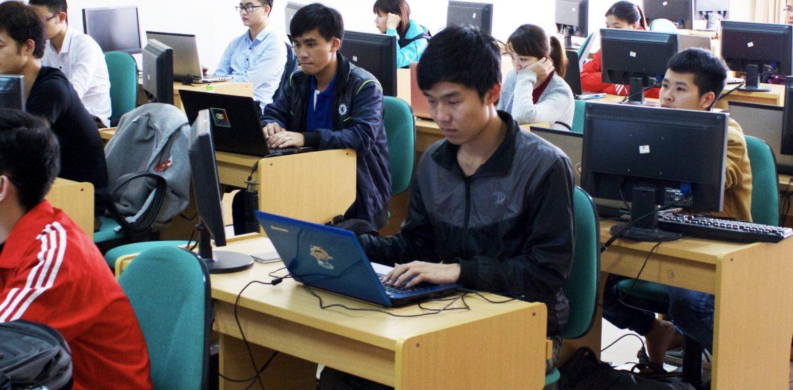 【フランジア】IT講師インターン募集カバー写真